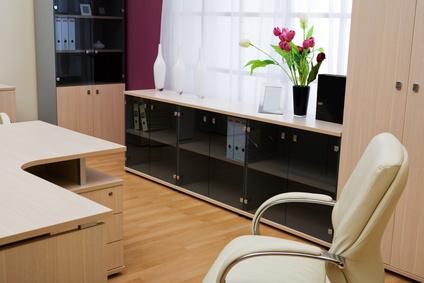 Светли мебели в нов офис